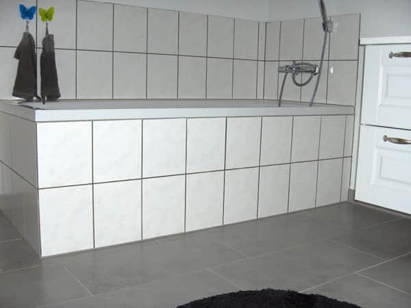 opsætning af fliser i badeværelse